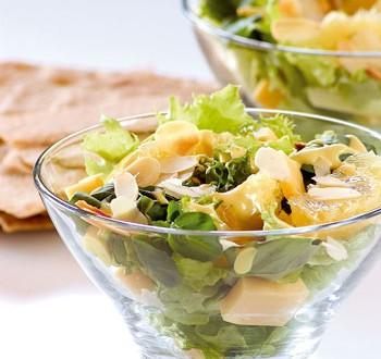 Ensalada verde con naranjas frescas y vinagreta de naranja