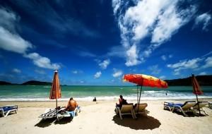 turista-en-la-playa
