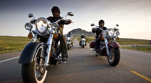 Cómo rodar en grupo con tu moto